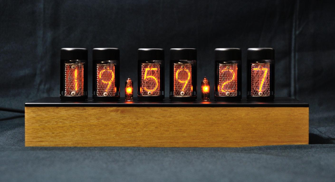 Часы на лампах на ин-8 ин-17