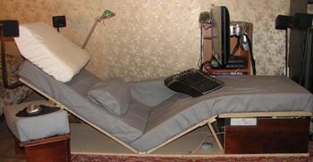 От автора : Собственно сначала был сделан моддинг кресла.  А потом обнаружилось, что пространство под ногами само...