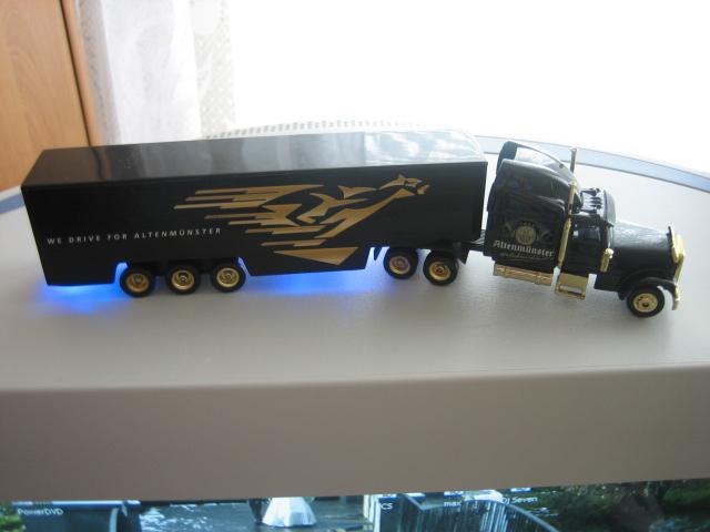 Просто грузовичок с синей светодиодной подсветкой фуры.  Всего заюзано 7 светиков.  Питание от кроны на 9 вольт...