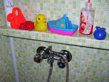 Идеи как закрыть трубы в ванной комнате фото