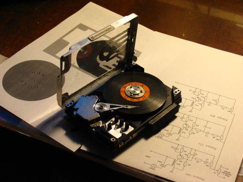 Электронные часы  из жестких дисков 147