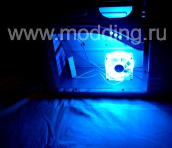 Вентилятор с синим неоновым кольцом